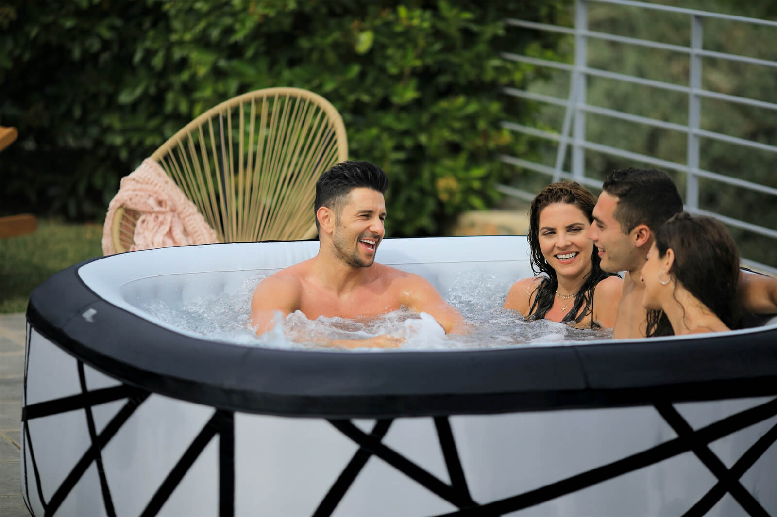 MSpa Premium 4+2 Personen Whirlpool SOHO P-SH069 Indoor + Outdoor Pool